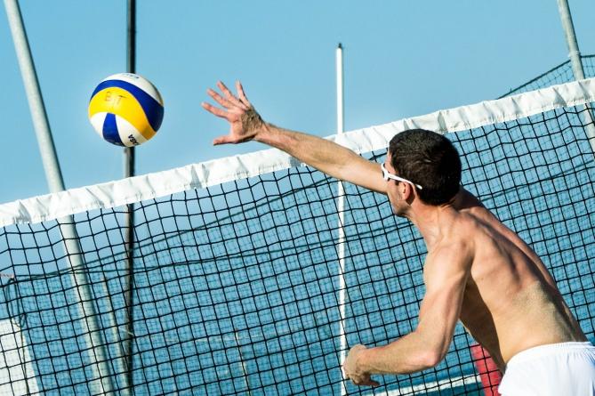 Beachvolleyball ein Sport mit Schnelligkeit und Action
