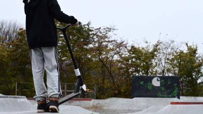 Sicher Stunt Scooter fahren mit der richtigen Schutzkleidung